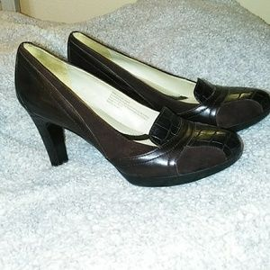 Naturalizer,8m, brown leather heels.
